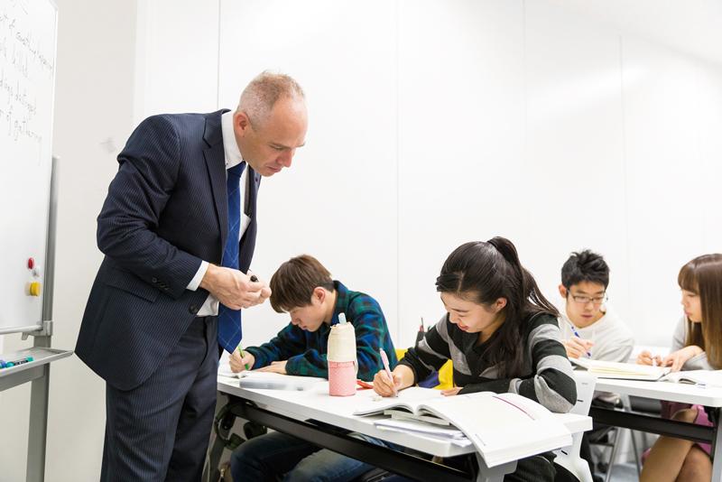 海外大学の授業についていくための学習技術の習得