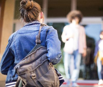 キャンパスは東京・高田馬場 通って学ぶ全日スタイル